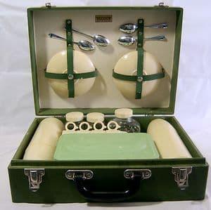 Vintage Brexton 4-Setting Standard Picnic Hamper