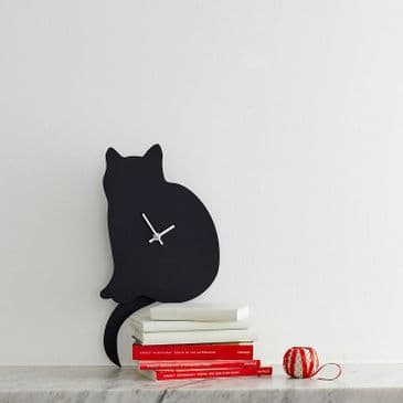 CAT CLOCK  WITH WAGGING TAIL