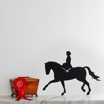 DRESSAGE HORSE CLOCK  WITH WAGGING TAIL
