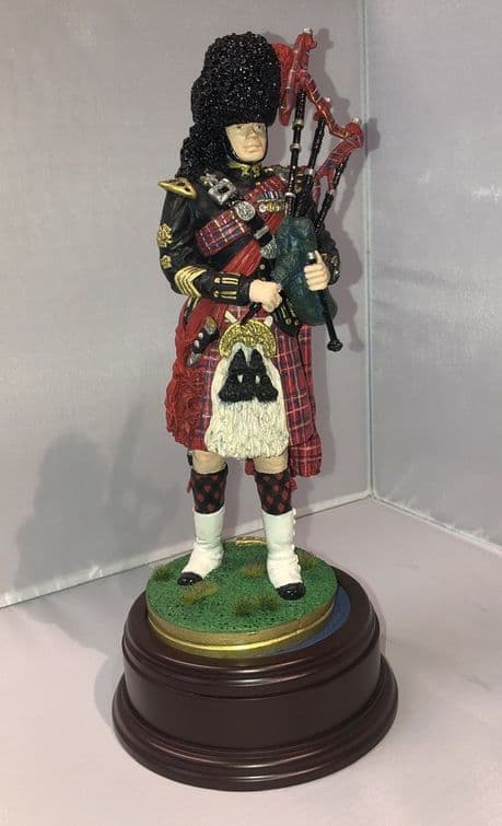 Hand painted Queens Piper