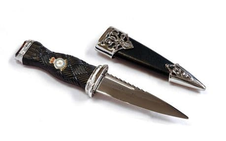 The Royal Air Force top quality 2 piece pewter regimental Sgian Dubh featuring the cap badge of the RAF Ideal for wearing with highland dress or any formal evening when wearing highland wear.